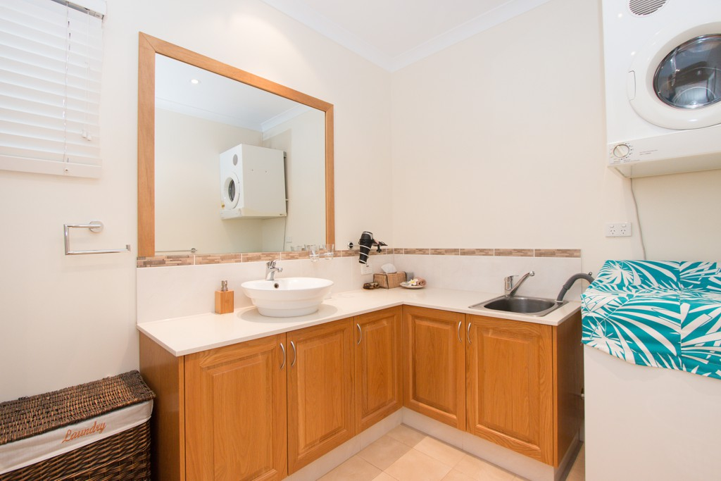 Large bathroom/laundry for convenience